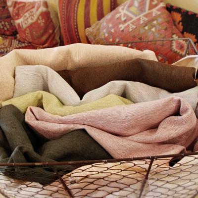 つやをおさえた生地感が木目の家具と好相性の1級遮光カーテン ~ミオクラッセ~