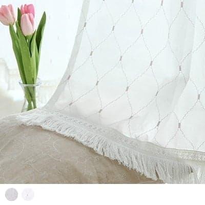 韓国スタイル フリンジカーテン タイルのような大きい模様が刺繍で施された、柔らかな印象のフリンジレースカーテン <ヘンボッケ フリンジ>
