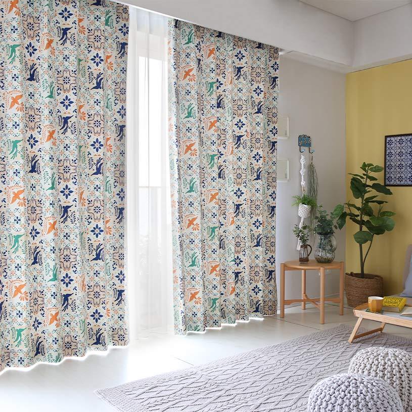 窓辺から感じる鳥と花のメキシコタイル風なドレープカーテン~プエブラ~