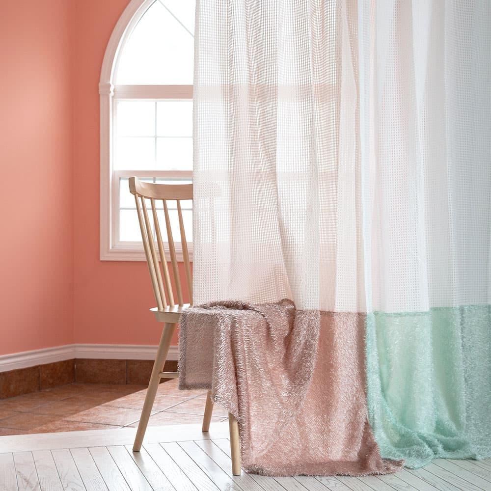 レースカーテン チェック柄のオーガンジーにファーを施した特別な1枚で、可愛すぎるお気に入りのお部屋の完成<フワファ>